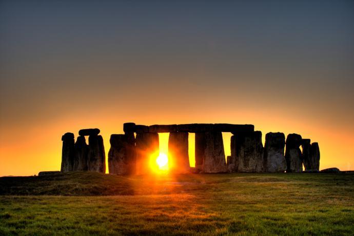 stonehenge_sun-42144-1